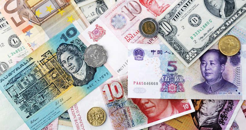 banknoty i monety z różnych krajów