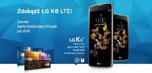 karty kredytowe Citibanku oraz smartfon LG na niebieskim tle