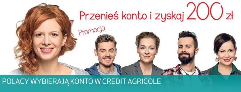 Trzy kobiety i dwóch mężczyzn stojących w jednym rzędzie, przedstawionych od ramion w górę - reklama promocji Credit Agricole