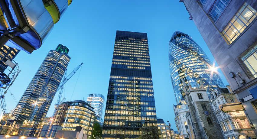 wieżowce w londyńskiej dzielnicy finansowej