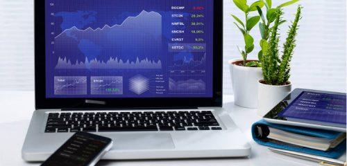 laptop smartfon i tablet z giełdowym systemem transakcyjnym