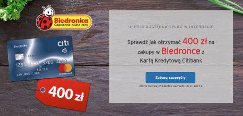 karta kredytowa simplicity na drewnianym blacie w towarzystwie warzyw