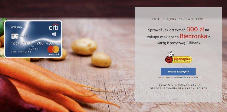 warzywa na drewnianym blacie i karta kredytowa simplicity