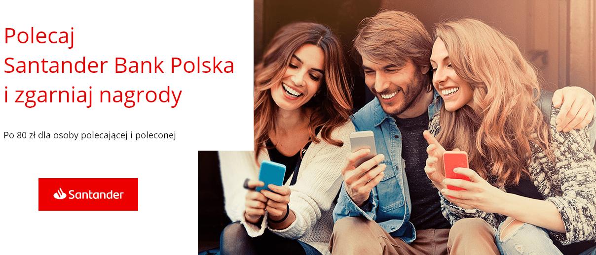 dwie kobiety i mężczyzna ze smartfonami w dłoniach