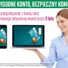 Kobieta w błękitnej koszuli oraz laptop i smartfon