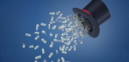 banknoty wypadające z kapelusza