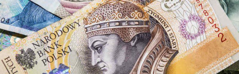 banknot 200 złotowy na tle innych banknotów