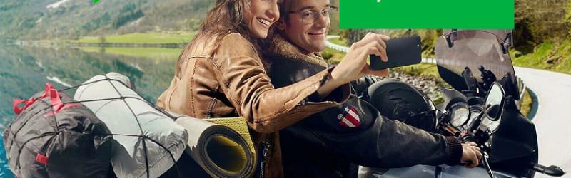 mężczyzna z kobietą na motocyklu