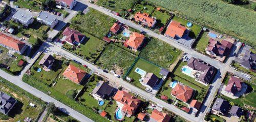osiedle domów jednorodzinnych z lotu ptaka