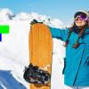 kobieta w niebieskiej kurtce z deską snowboardową