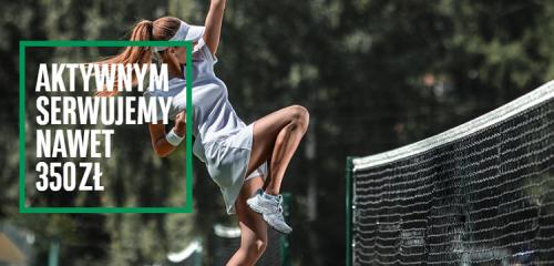 tenisistka podskakująca na korcie