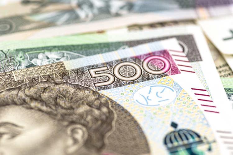 zbliżenie banknotów leżących na sobie