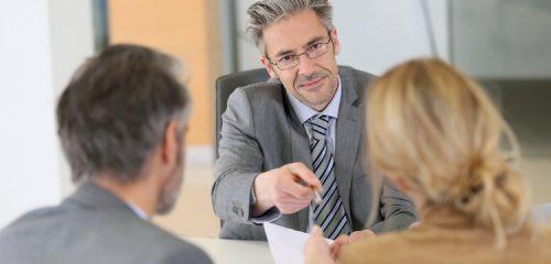 spotkanie biznesowe i podpisywanie dokumentów