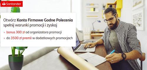 mężczyzna siedzący przy laptopie i sporządzający notatki w notesie